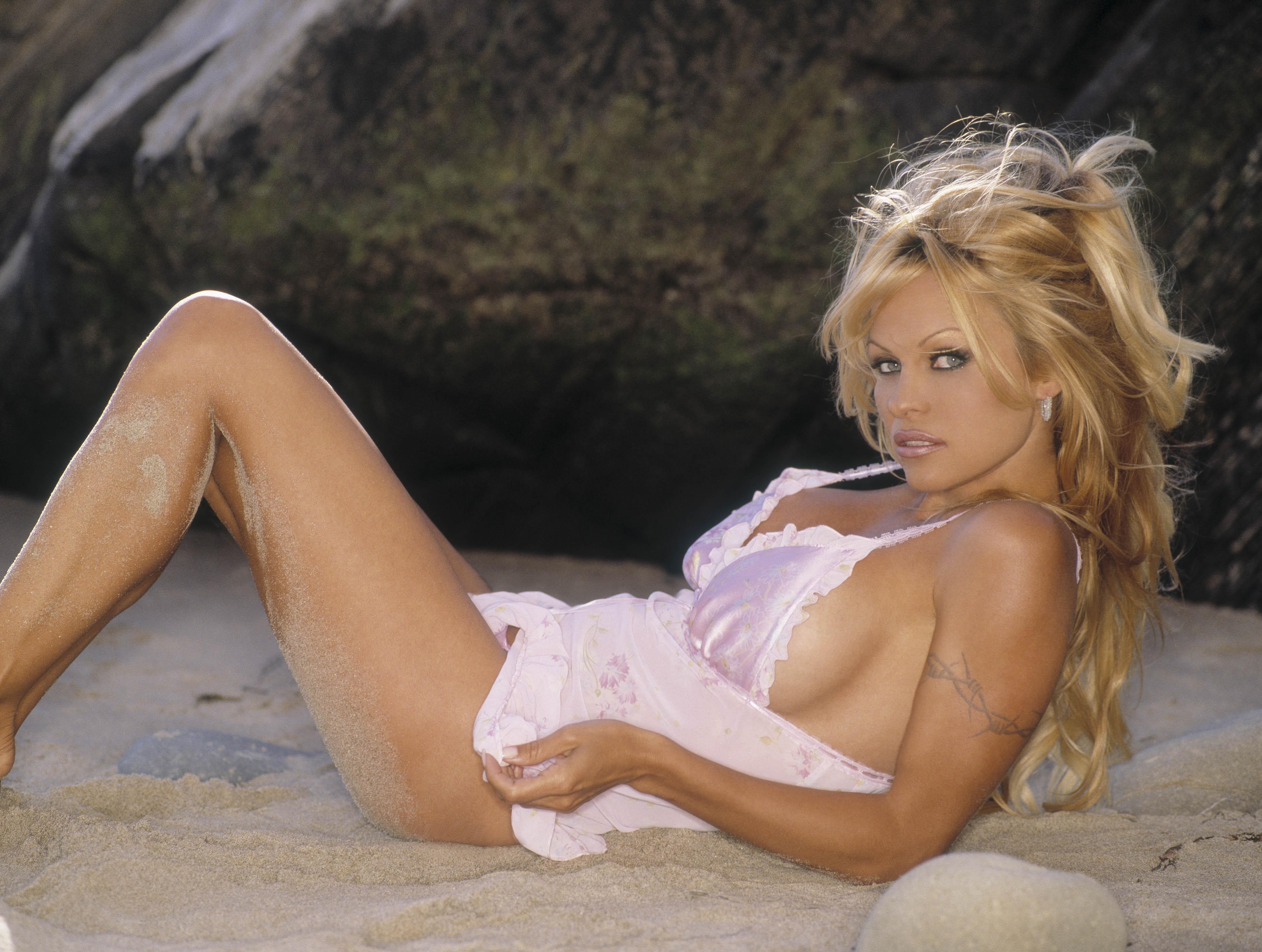 Pamela Anderson photo 8.
